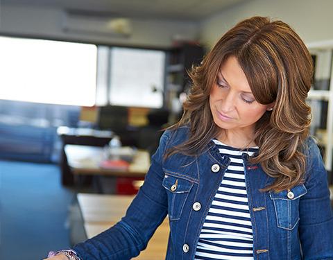 Joanne Nikolopoulos : Director of Finance